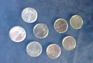 Osm mincí