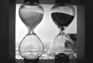 Dvoje přesýpací hodiny