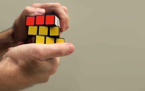 Rubikova kostka skládání